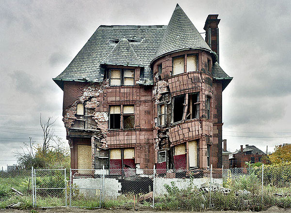 crumbling-city-of-detroit-michigan