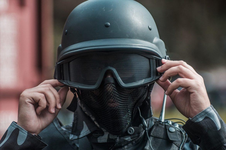 combat-helmet-3043091_1280